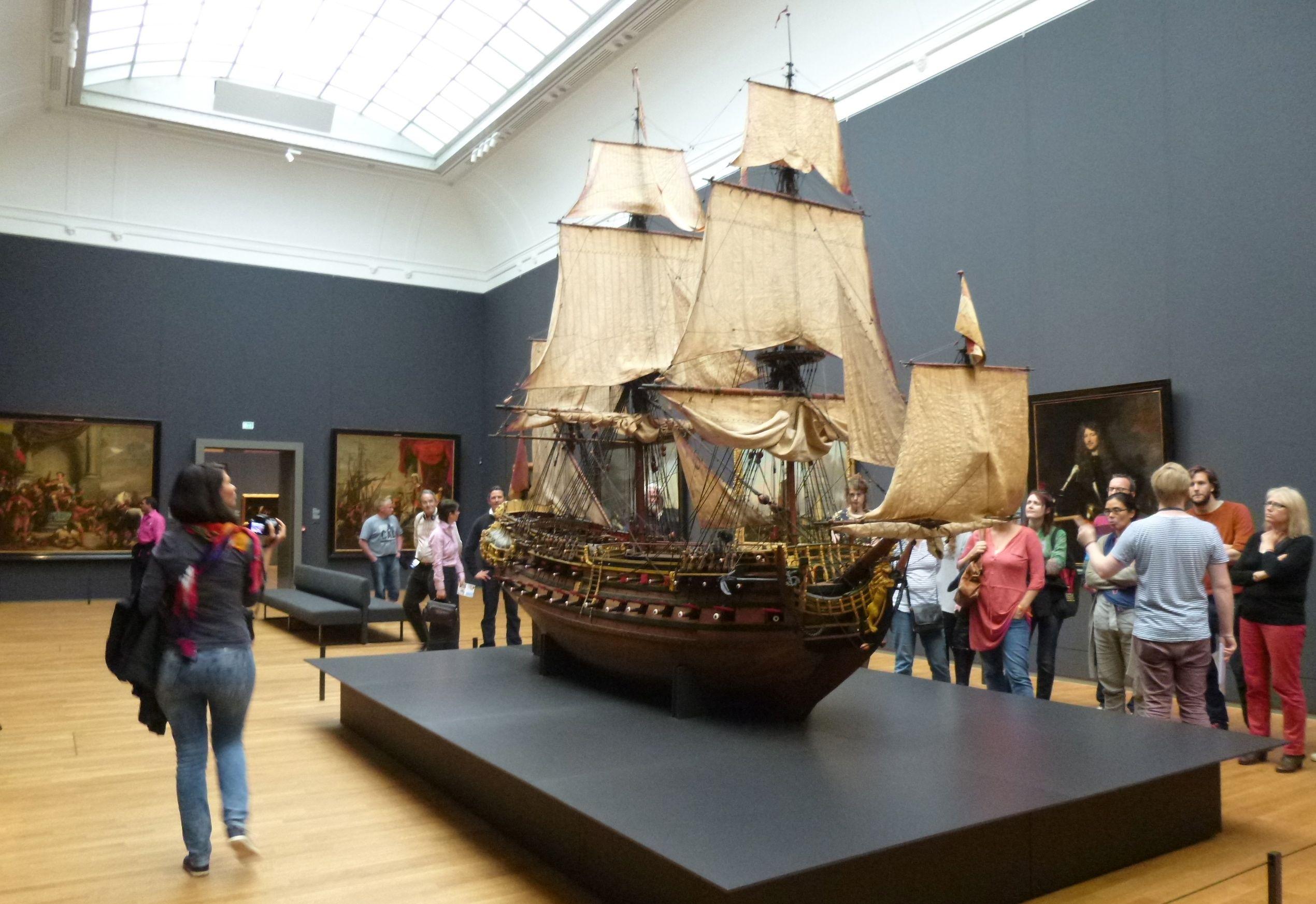 London Slant: Rush to Amsterdam's Rijksmuseum | London Slant